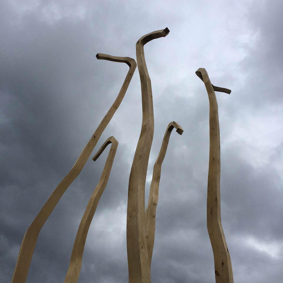sculpture de Laurent de Pury, sans titre 2016, en chêne, quai du Mont Blanc à Genève, dans le cadre de l'exposition artgenève