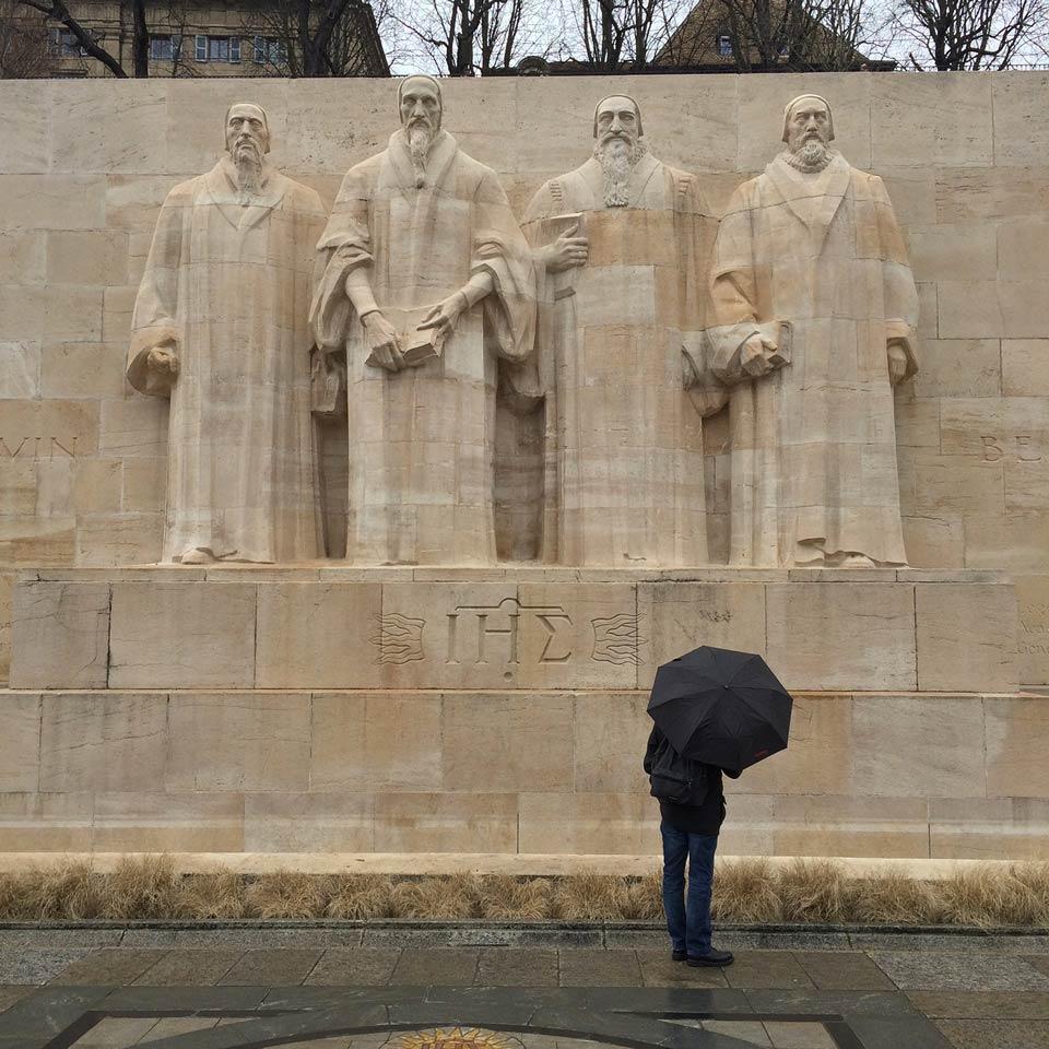 mur des Réformateurs à Genève; sculptures représentant  Jean Calvin, Guillaume Farel, Théodore de Bèze et John Knox, réalisées par les sculpteurs Paul Landowsky et Henri Bouchard en 1909