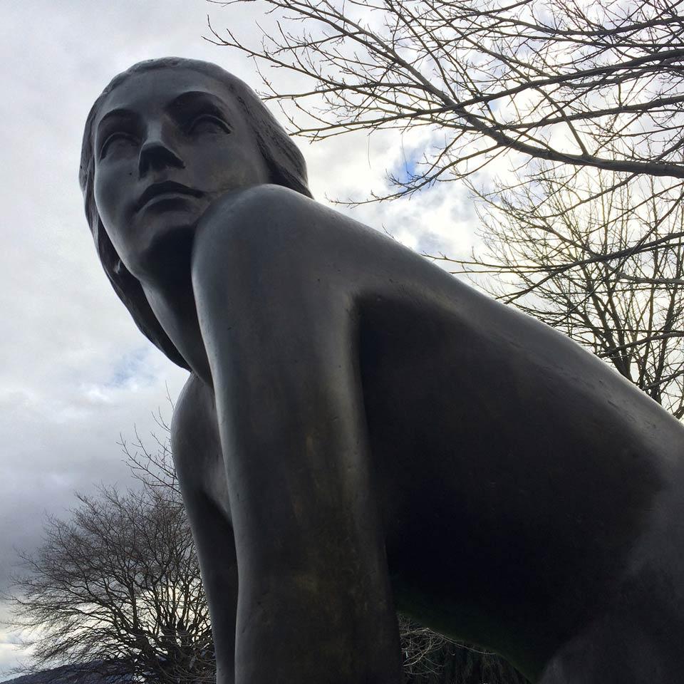 Femme Agenouillée, sculpture d'Henri Pâquet, 1951, fonte 1985, cire perdue M. Pastori